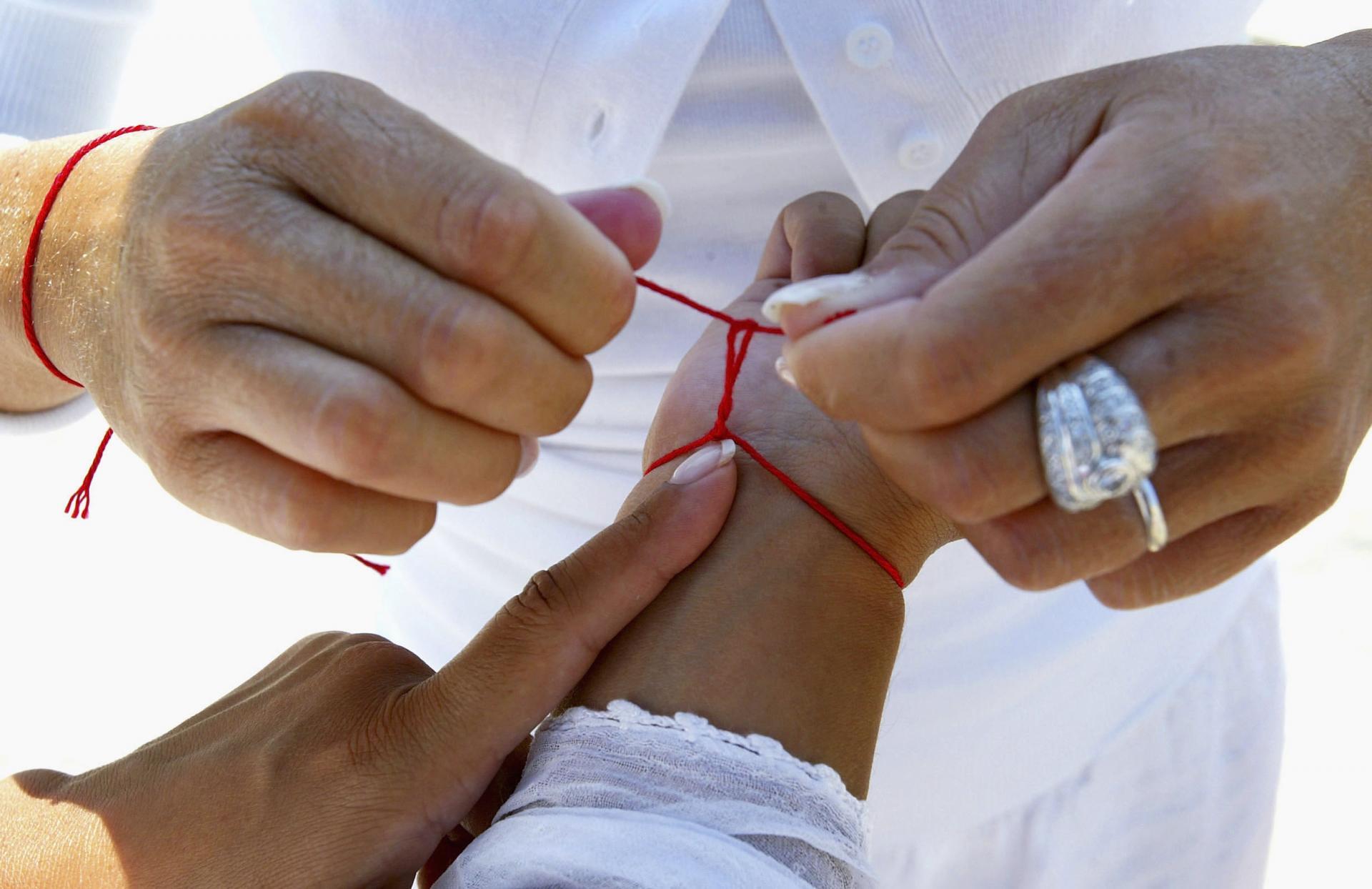 Експерти розповіли про магічні властивості червоної нитки на зап ясті 1b64fa2942393