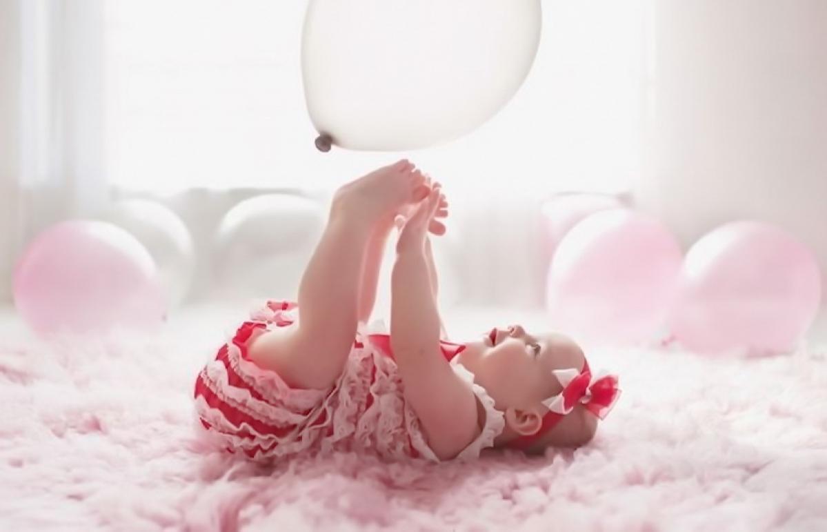 e0bc7e98ae3acf 34-річна жінка повторила фотосесію для немовлят: познайомтеся з Джеймі,  вона дуже весела і розуміє, як воно, чути
