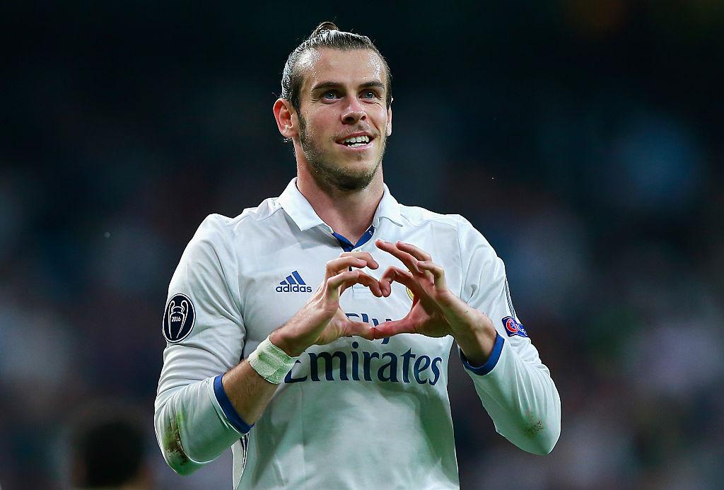 озлобленный рука на сердце фото футбол блещут
