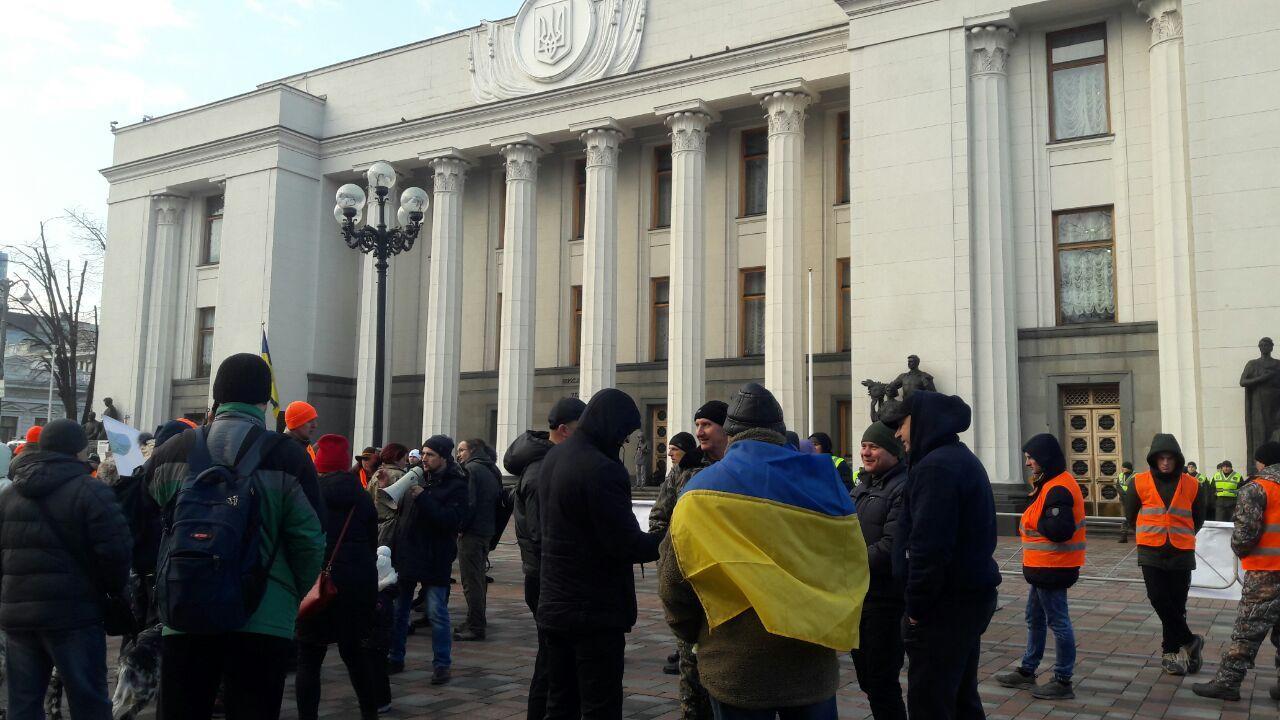 'Антинародний закон': натовп протестувальників оточив Раду, ексклюзивн