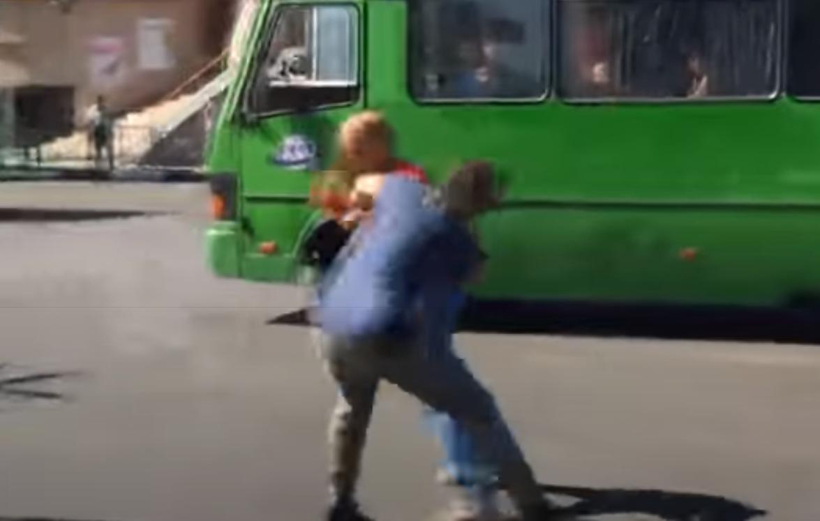 """""""И мухи не обидит"""" - харьковские подростки отметили последний звонок и избили учителя истории"""