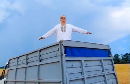 Поплавский прикинулся украинским ди Каприо, раскинул руки, как на 'Тит