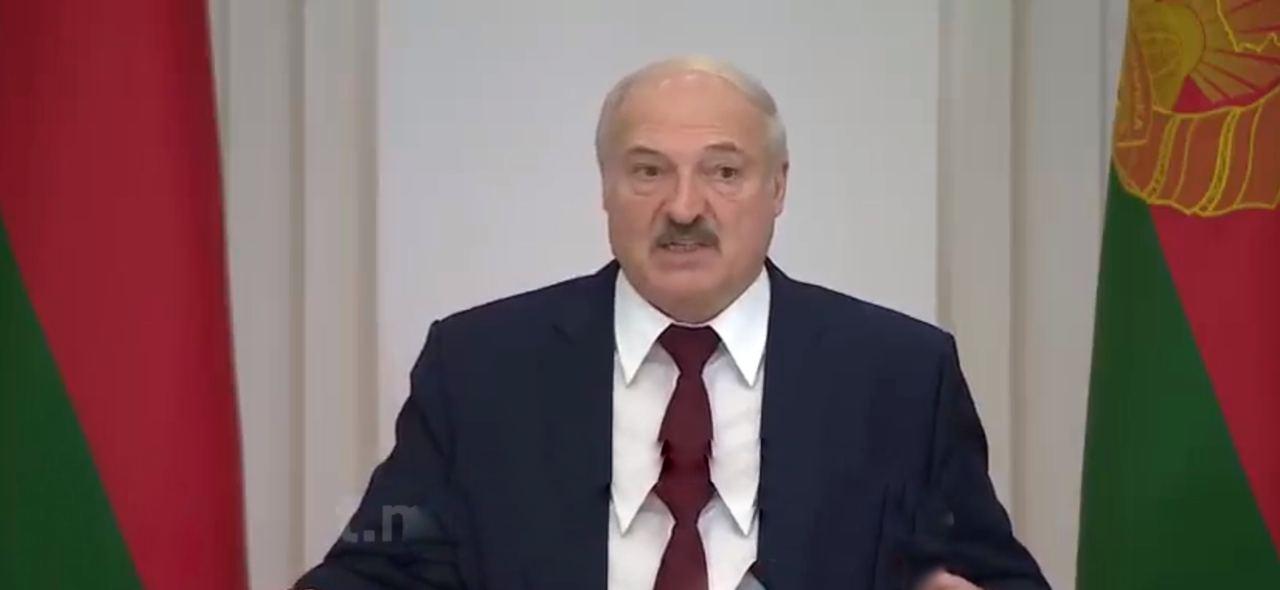 """""""Прокуренные и пьяные"""": Лукашенко вызверился на бунтующих белорусов из телевизора"""