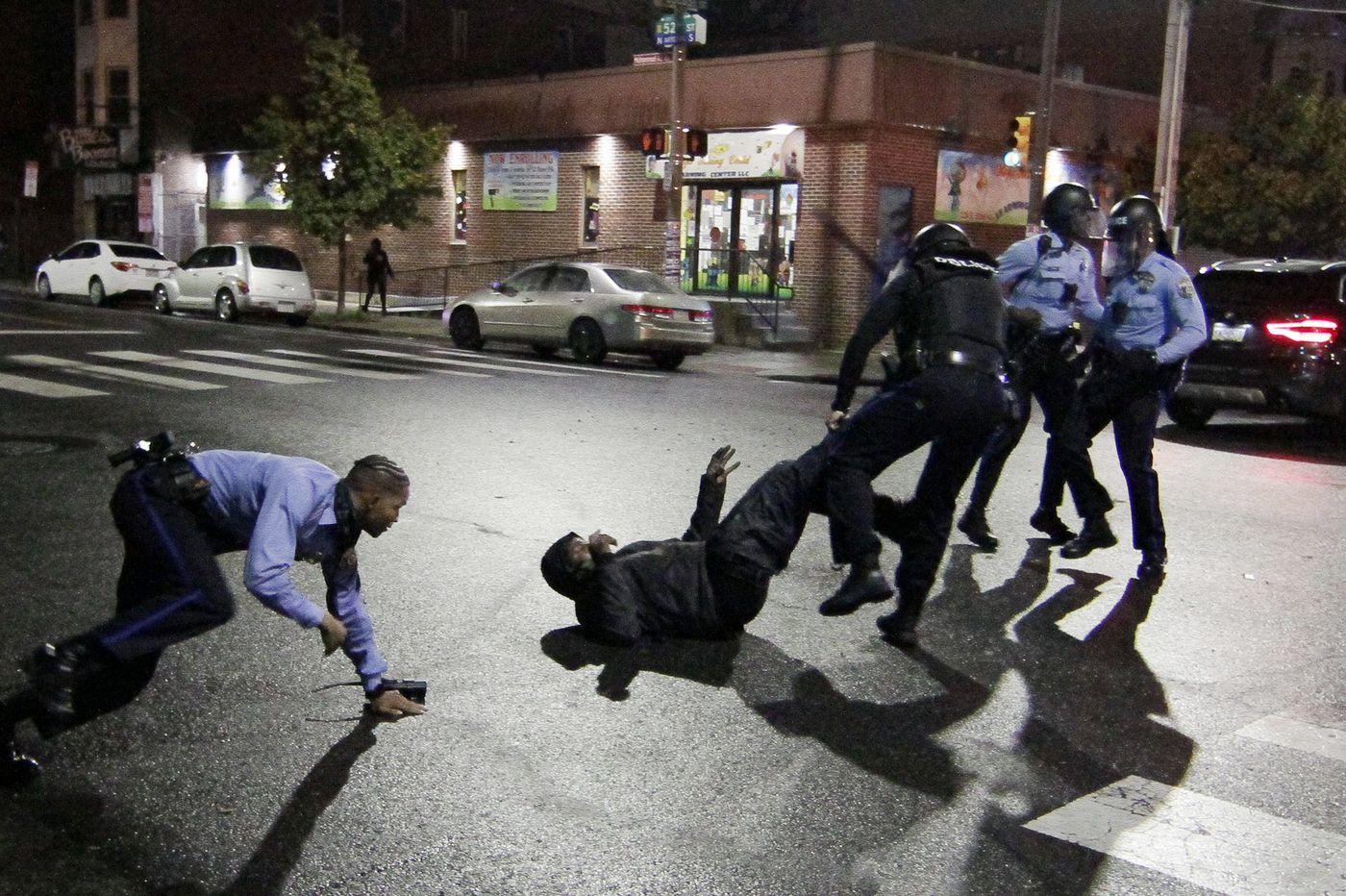 В США копы застрелили темнокожего и снова запустили массовые протесты – кадры погромов и грабежей