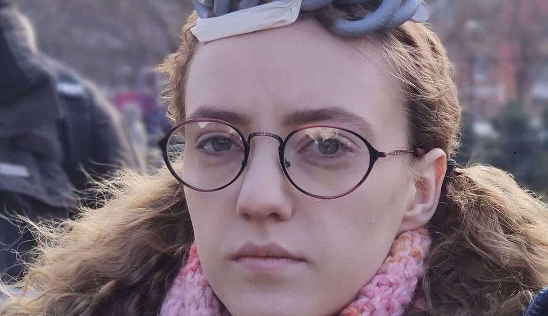 Як виглядає зірка 'Моя улюблена Страшко' Поплавська без окулярів і брекетів: 'Хотілося б зіграти наркоман...